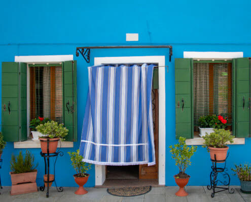 Burano, Italy, blue house, tourst attraction, tourists, windows, green windows, old, curtain, Włochy, niebieski dom, zielone okna