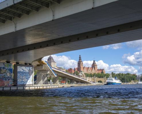 Szczecin, Odra, most, woda, Wały Chrobrego, graffiti, ship,