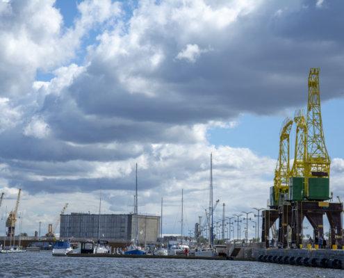 Stettin, cranes, Szczecin, dźwigozaury, clouds, sky, water, Odra, chmury, żurawie, szczecińskie żurawie