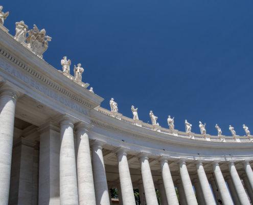 Watykan, vatican, columns, tourist attraction, kolumny, niebo, niebieskie niebo, miejsce święte, holy, many, a lot of columns