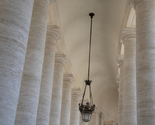 Watykan, vatican, columns, lamp, ceiling, tourist attraction, kolumny, sufit, lampa,