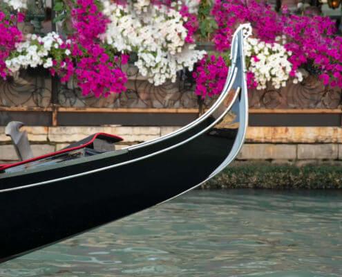 Gondola wenecka, Venetian gondola, touris attraction, tourist, blue boat, boat, old boat, old, flowers, canal, venetian canal, white flowers, purple flowers